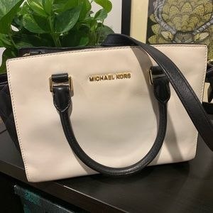 Michael Kors Selma Medium Satchel Bag black-White